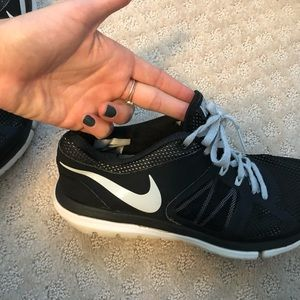 Nike Shoes - Nike black tennis shoes